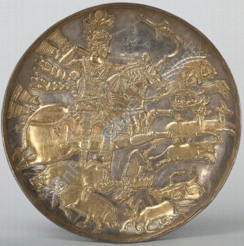 """Plat sassanide """"Roi à la chasse"""", Iran, entre 591 et 632 - Département des Monnaies, médailles et antiques inv.56.364"""